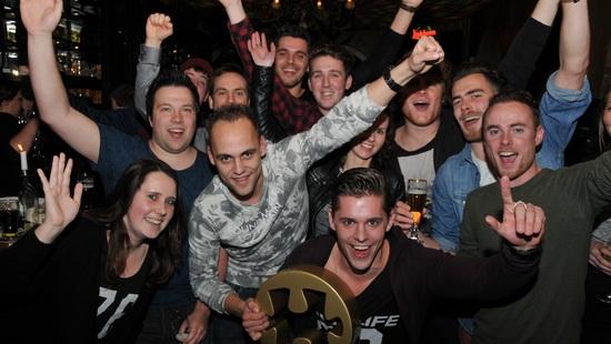 Team 'Fam Krangsum' wint eerste editie De Hôrster Kwis!